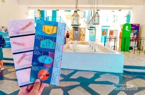 Tiket masuk Santorini Park seharga 150 Baht per orang