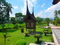 Penampakan Medan Nan Bapaneh dari dari balkon Rumah Gadang Sungai Baringin