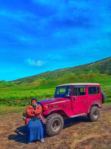 Menjadikan jeep salahsatu background foto, boleh juga
