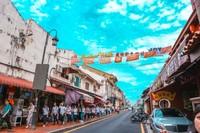 Pecinta kuliner wajib ke Jonker Street dan mencicipi aneka jajanan khas Melaka.