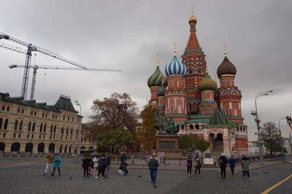 St Basil Cathedral, katedral anggun dengan bentuk kubah dan warna yang menawan