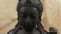 Salah satu arca yang ditemukan, memiliki kemiripan dengen arca yang ada di Jawa.