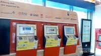 Tiket kereta bandara dapat dibeli di mesin seperti ini.Terdapat pilihan jam kereta yang sesuai dengan keinginan penumpang.
