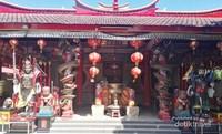 Beribadah ke Vihara Dharmayana Kuta