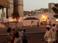 Lalu lalang jamaah haji dari Masjidil Haram ke Misfalah.