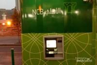 Jika akan melakukan tarik tunai mata uang Riyal, jamaah bisa menggunakan mesin ATM di Misfalah ini.