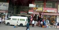 Lokasi hotel sangat berdekatan dengan toko oleh oleh dan mini market.