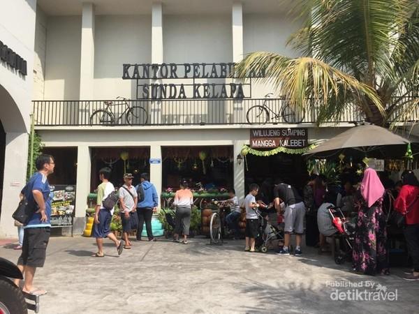 Replika Kantor Pelabuhan masa lalu Sunda Kelapa