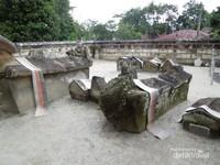 Pemakaman raja-raja Batak di Tomok-Samosir