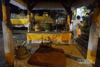 Sebuah altar tempat petinggi agama memimpin upacara.