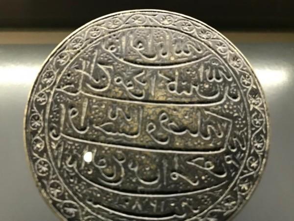Salah satu bukti cap stempel kerajaan yang masih tersimpan dengan baik menggunakan huruf Arab gundul
