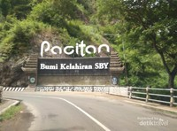 Tetenger yang menunjukkan bahwa Pacitan adalah tempat kelahiran Presiden RI ke-6, Susilo Bambang Yudhoyono (SBY)