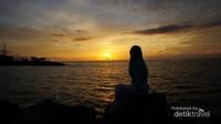Menikmati keindahan matahari terbenam di kota Manado tidak perlu jauh-jauh , dekat salah satu mal besar di sini kita bisa menikmati sunset yang cantik.