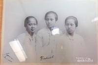 Foto-foto R.A.Kartini, saudara/i, keluarga R.A.Kartini dapat kita lihat di sini.