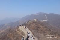 Menelusuri Tembok Besar Tiongkok juga perlu mental kuat, soalnya panjang dan menanjak