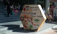 Mushola dan tempat makan halal ada di JJ Mall, salah satu mall di area Chatuchak.