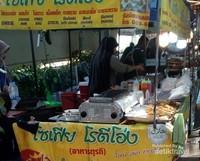 Label halal di lapak para pedagang. Lokasinya di depan JJ Mall