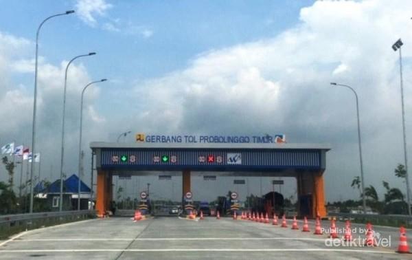 Foto Gerbang Tol Probolinggo Timur dari arah Surabaya atau Pasuruan.