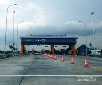 Gerbang Tol Probolinggo Timur dilihat dari arah Probolinggo menujuke Pasuruan atau Surabaya