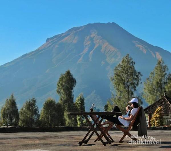 Foto dengan Background Gunung Sumbing