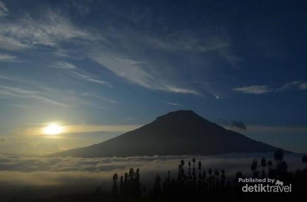 Sunrise di Wisata Alam Posong