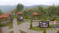 Taman yang tertata dengan baik dilengkapi gazebo yang nyaman.