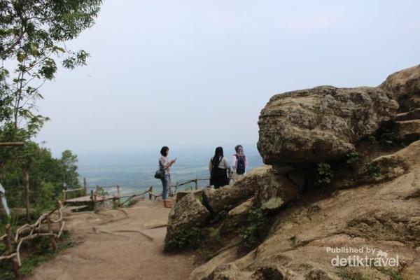 Pemandangan di sekitar bukit Selo Langit.
