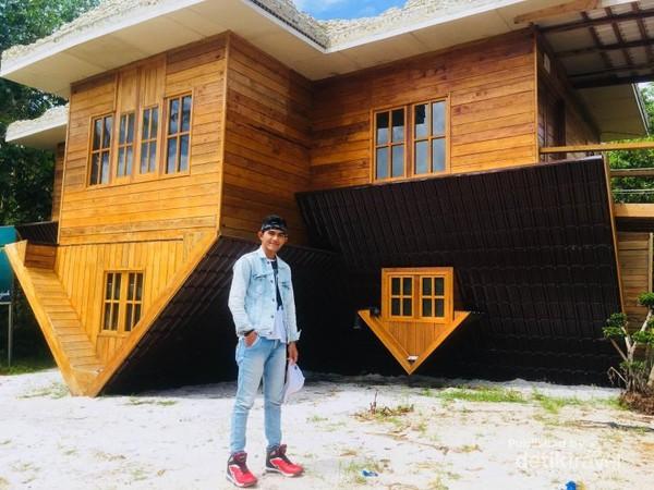 Desain dan interior rumah terbalik