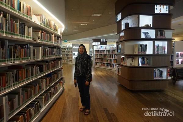 Perpustakaan dibuka dari jam 11.00-21.00 waktu setempat