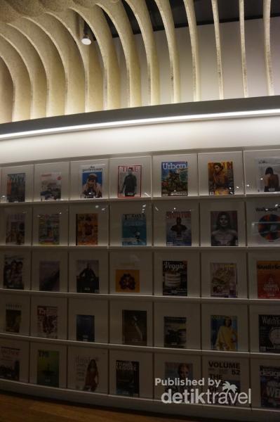 Perpustakaan ini memiliki koleksi majalah desain yang sangat banyak