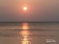Sunset pantai Momong