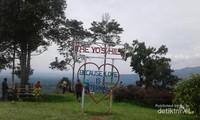 The yos hill atau disebut Puncak Akui menjadi detinasi baru wisata alam dilangkat