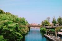 Pemandangan Tokyo Disney Sea dari kejauhan.