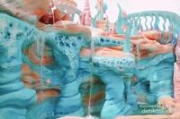 Warna biru mendominasi istana Little Mermaid