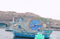 Perahu Donald Duck dan Daisy Duck
