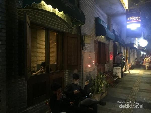 Banyak Cafe yang eksotis dan menarik di Jalan Braga