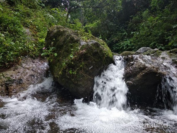 Jernih dan segarnya alam Kampung Karuhun menjadi tujuan utama wisata yang tepat bagi mereka yang menhindari keramaian.