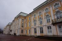 Grand Palace yang menjadi salah satu bagian utama dan penting di Peterhof Palace