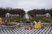 Taman di Peterhof Palace menjadi ensiklopedia untuk desain taman di masa kekaisaran