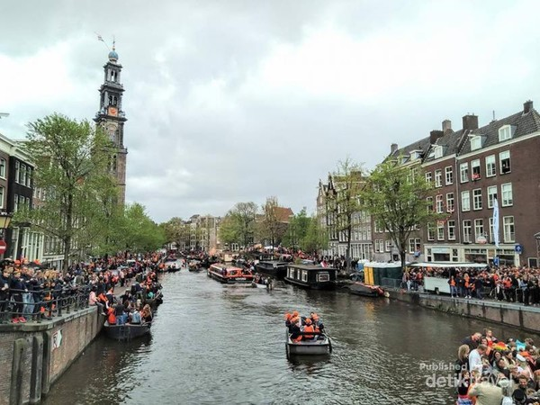 Ratusan boat penuhi kanal utama kota Amsterdam