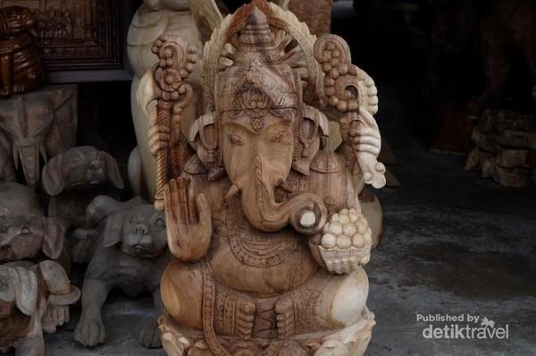 Salah satu karya seniman ukir di desa Mulyoharjo.