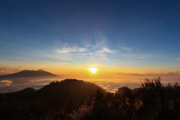 Pagi menakjubkan dari puncak Gunung Butak