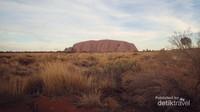 Uluru terdiri dari pasir