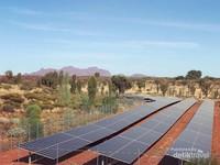 Lokasinya sekitar 350 km di barat daya Kota Alice Springs, Northern Territory, Australia