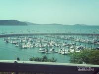 Abel Marina di mana kamu naik ferry untuk tur harian