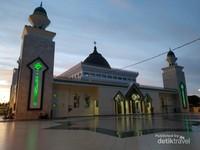 view masjid di Waktu Magrib