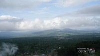 Pemandangan dari pucak bukit, indah bukan?
