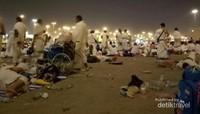 Di Muzdalifah, jamaah haji bisa mencari kerikil untuk melempar jumrah