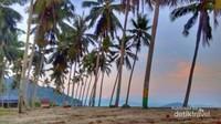 suasana niug tubele beach dipagi hari