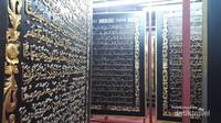 Salah satu sisi Al-Quran Al-Akbar, berisi lembar demi lembar raksasa ayat suci Al-Quran.